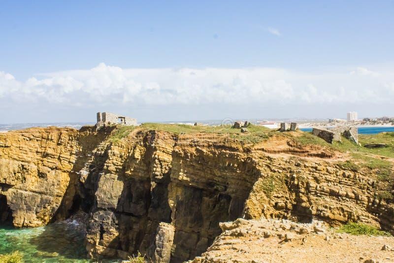 Ruiny forte da Luz fort światło, na Portugalskim westernu wybrzeżu, Peniche obrazy royalty free