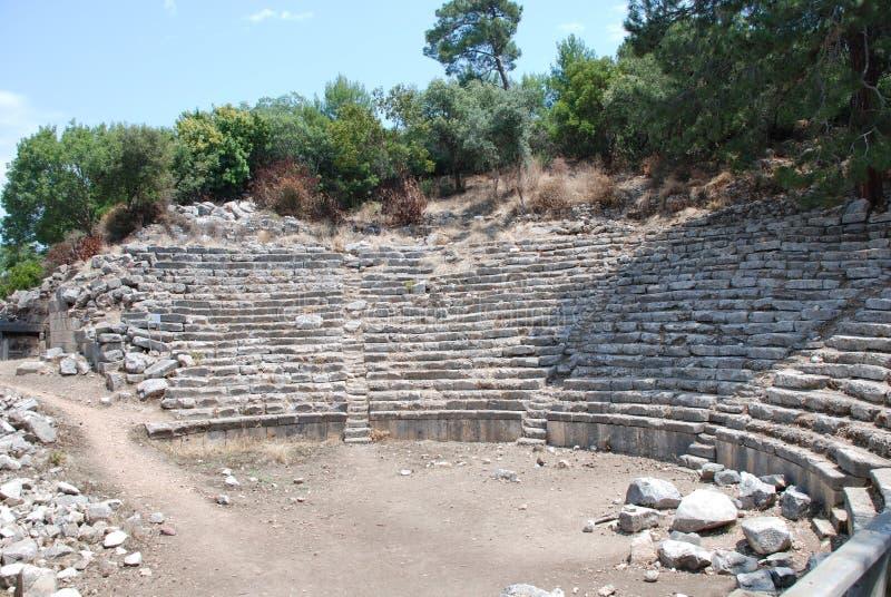 Ruiny i ruiny konserwują wśród zielonej roślinności lasy Turcja blisko Antalya zdjęcie royalty free