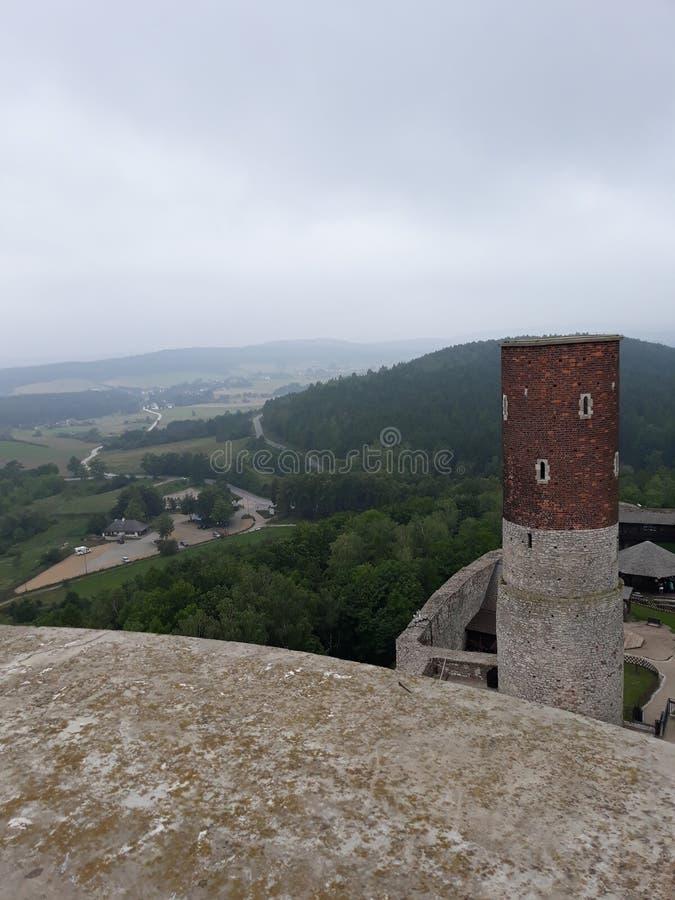 Ruiny kasztel w ChÄ™ciny i pięknych otaczaniach obrazy stock