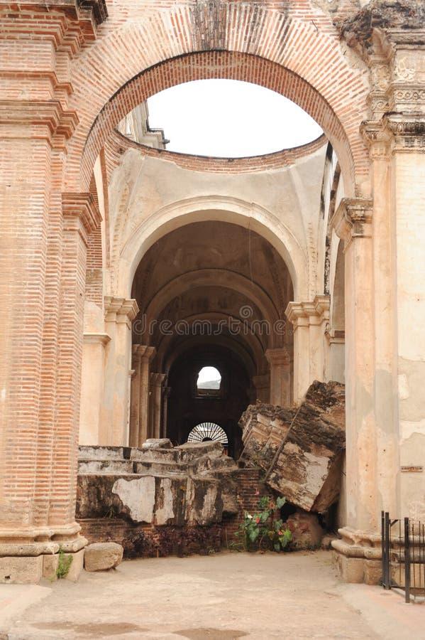 Ruiny katedra przy Antigua obrazy stock