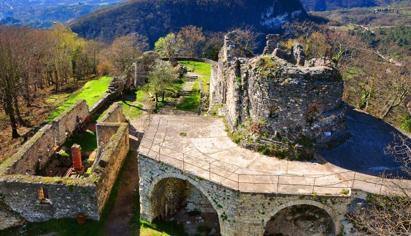 Ruiny kościół St Theodore Tiron na Iverian Wspinają się Nowy Athos, Abkhazia obrazy royalty free