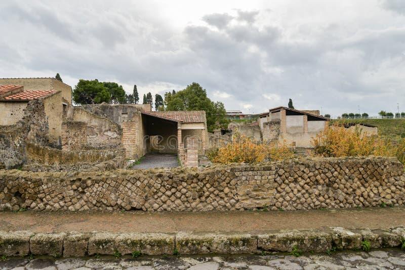 Ruiny Pompeii, antyczny miasto w Włochy, niszczącym górą Vesuvius zdjęcia royalty free