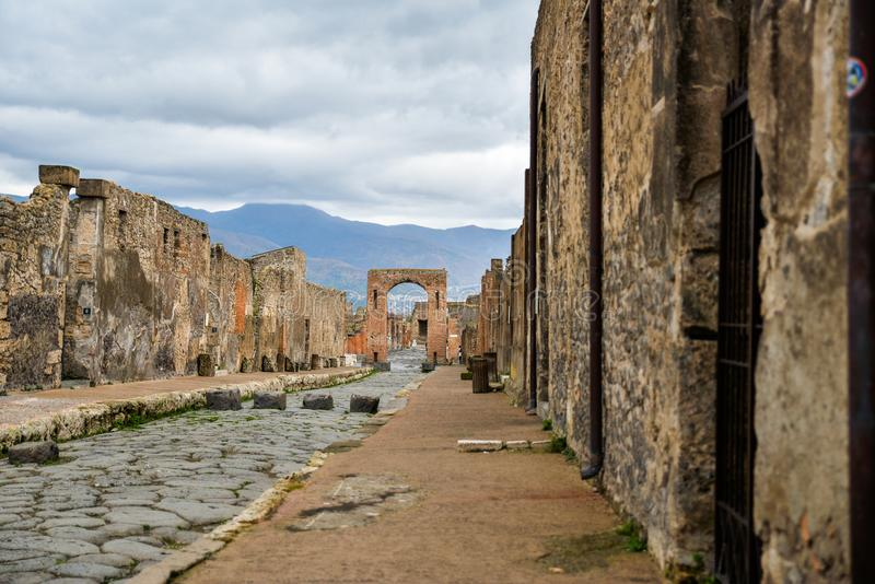 Ruiny Pompeii, antyczny miasto w Włochy, niszczącym górą Vesuvius zdjęcia stock