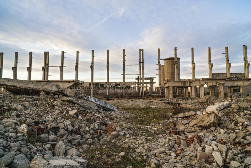 Ruiny przemysłowi budynki, zaniechany przemysł w Wschodnim fotografia stock