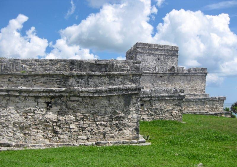 Ruiny przy Tulum Archeologicznym miejscem na Meksyk Karaiby wybrzeżu fotografia royalty free