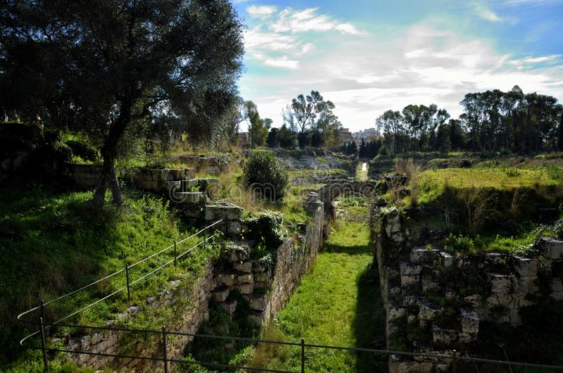 Ruiny Romański amfiteatr w Syracuse Neapolis fotografia stock