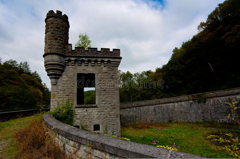 Ruiny staci kolejowej staci Château d Królewski ` Ardenne, Houyet, Belgiumi obraz stock