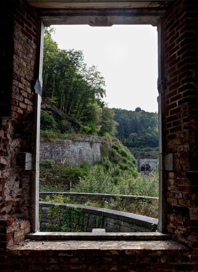 Ruiny staci kolejowej staci Château d Królewski ` Ardenne, Houyet, Belgiumi zdjęcie royalty free
