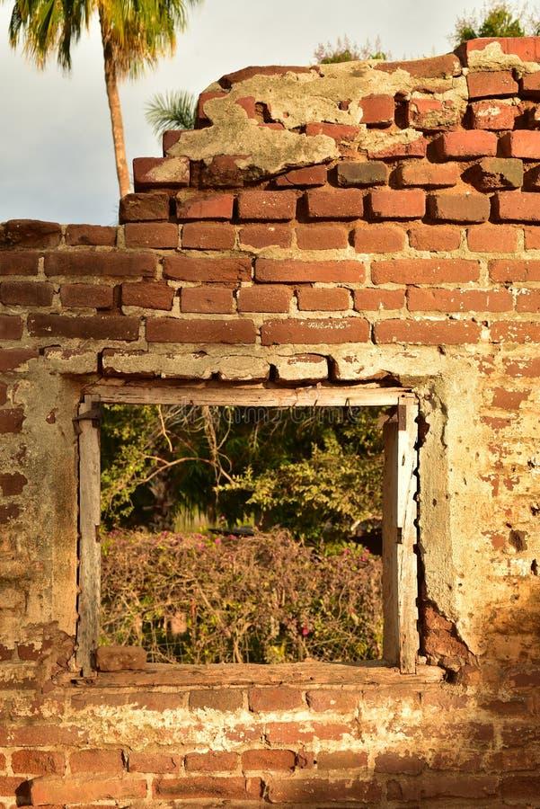 Ruiny stary ceglany cukrowy młyn w Todos Santos, Baj, Meksyk zdjęcie royalty free