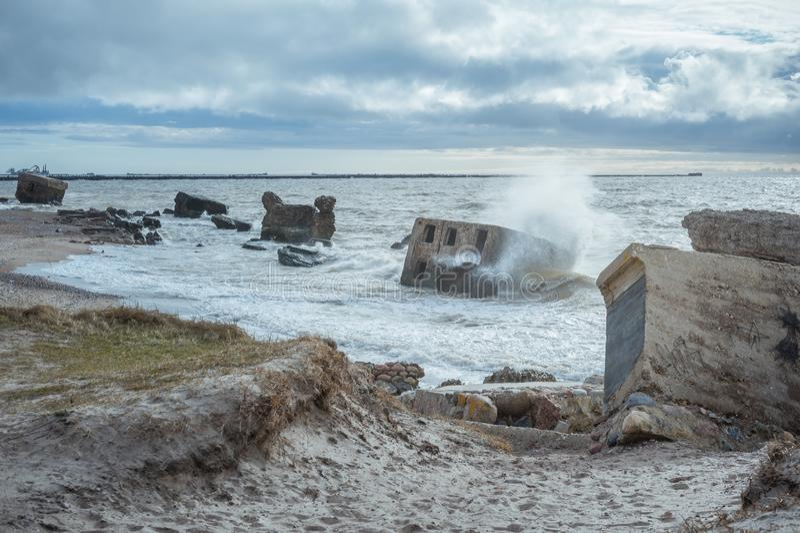 Ruiny starzy forty w morzu ba?tyckim zdjęcie royalty free