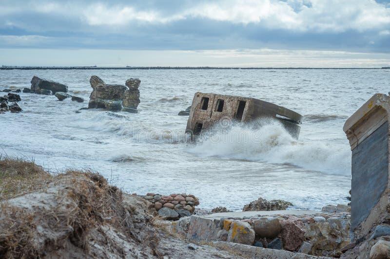 Ruiny starzy forty w morzu ba?tyckim obrazy stock