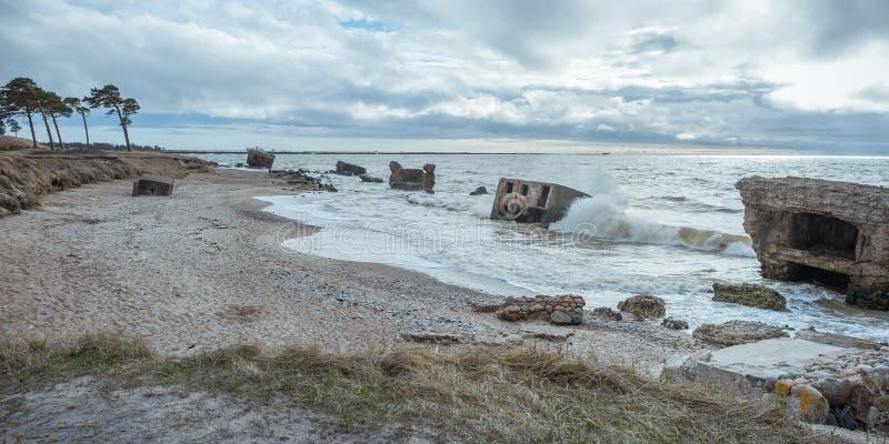 Ruiny starzy forty w morzu ba?tyckim zdjęcia royalty free