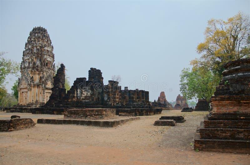 Ruiny unikalne świątynie w sławnym Sukhothai Dziejowym parku zdjęcie royalty free