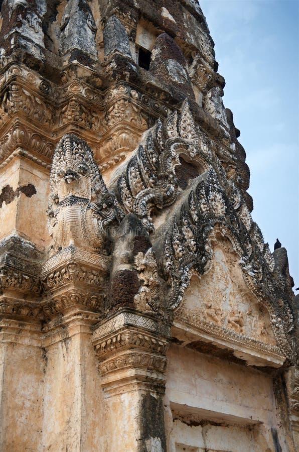 Ruiny unikalne świątynie w sławnym Sukhothai Dziejowym parku zdjęcia royalty free