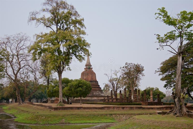 Ruiny unikalne świątynie w sławnym Sukhothai Dziejowym parku zdjęcie stock