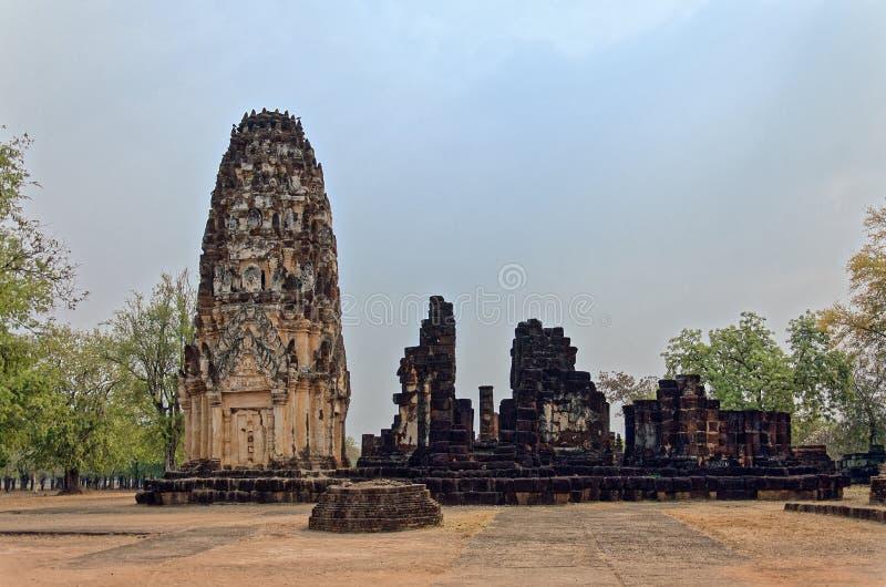 Ruiny unikalne świątynie w sławnym Sukhothai Dziejowym parku fotografia stock