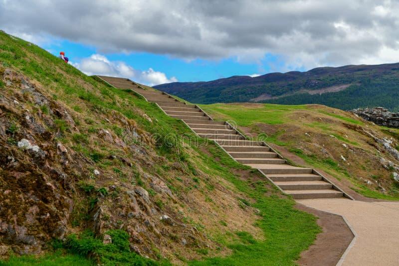 Ruiny Urquhart Roszują na brzeg Loch Ness w Szkocja zdjęcie stock