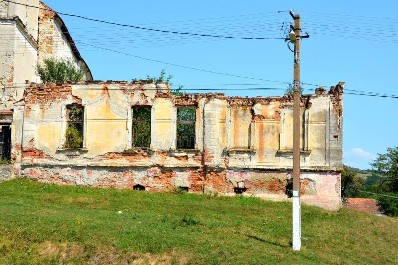 ruiny Warownego średniowiecznego saxon ewangelicki kościół w wiosce Felmer, Felmern, Transylvania, Rumunia obraz royalty free
