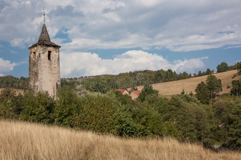 Ruiny wieży kościelnej zdjęcia stock
