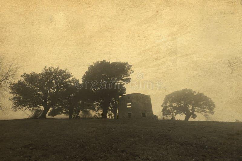 Ruiny zaniechany budynek w losu angeles Arboleda otaczaniu drzewami zdjęcia stock
