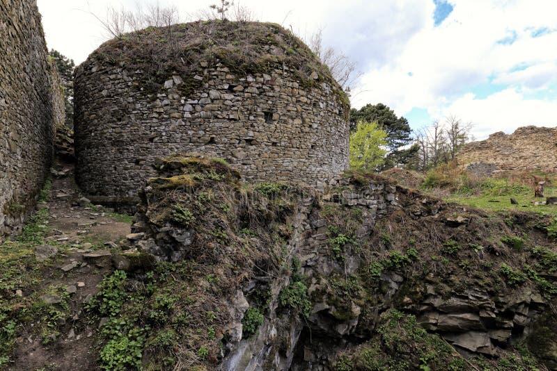 Ruiny zaokrąglony kamienisty wierza na skale obraz royalty free
