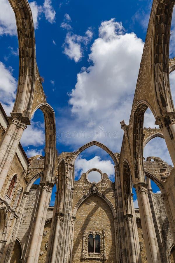 Ruiny zniszczony Carmo kościół - Lisbon Portugalia obrazy royalty free