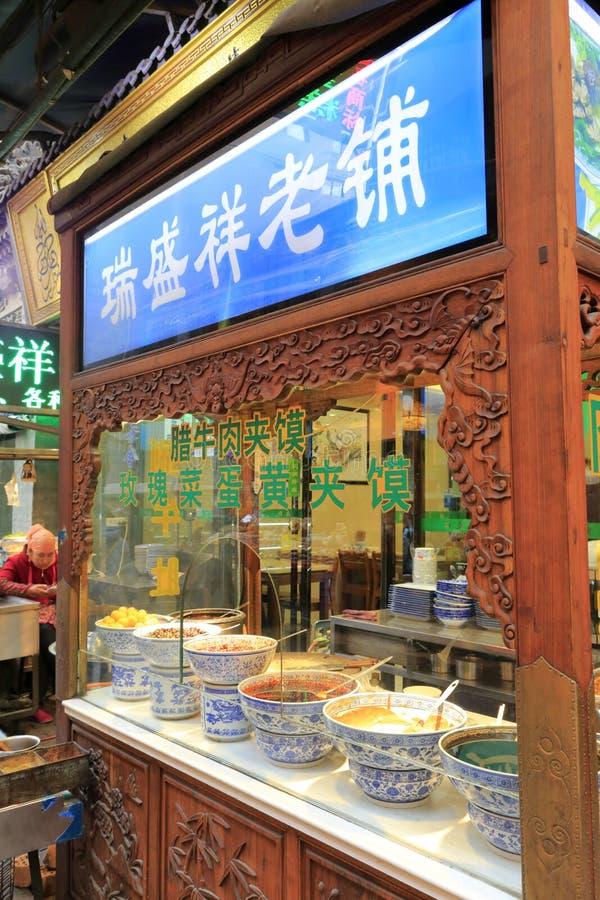 Ruishengxiang halal livsmedelsbutik i muslims gata, Adobe rgb för xian hui` s arkivbild