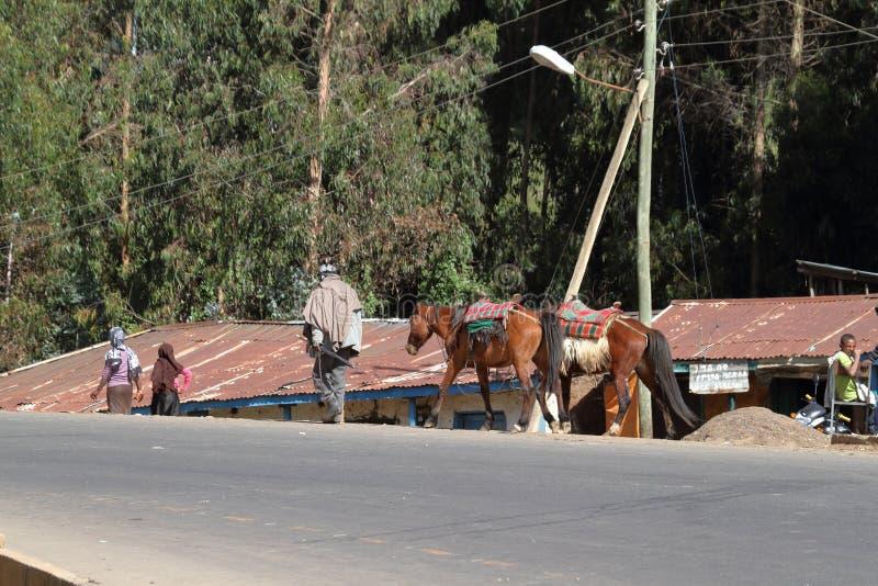 Ruiters op de landweggen van Ethiopië stock afbeeldingen