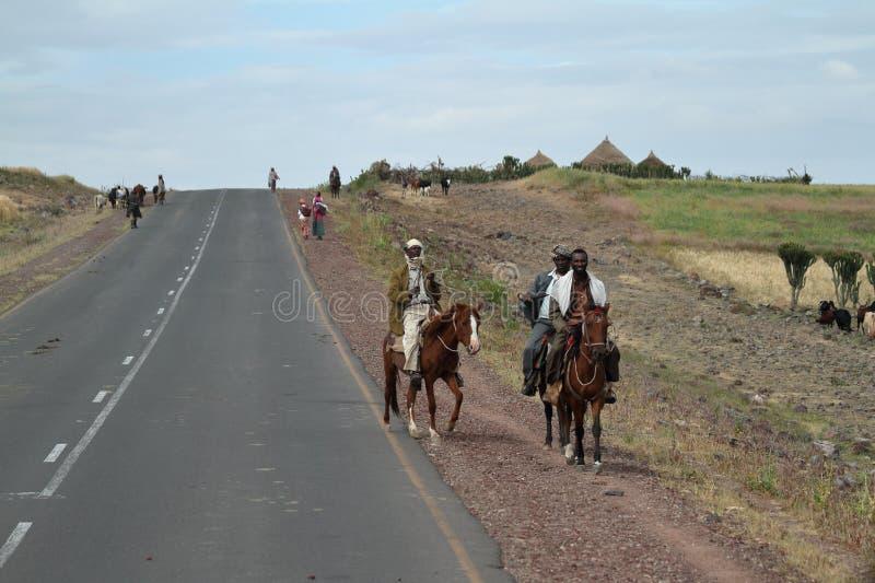 Ruiters op de landweggen van Ethiopië royalty-vrije stock afbeelding