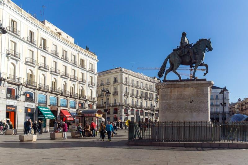 Ruiterstandbeeld van Carlos III in Puerta del Sol in Madrid, Spanje royalty-vrije stock foto