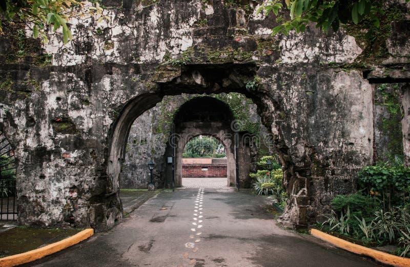 Rujnująca Stara ściana przy fortem Santiago, Manila, Filipiny zdjęcia royalty free