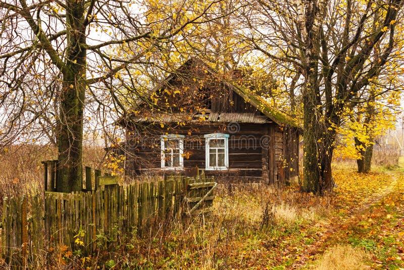 Rujnujący dom na wsi zdjęcia stock