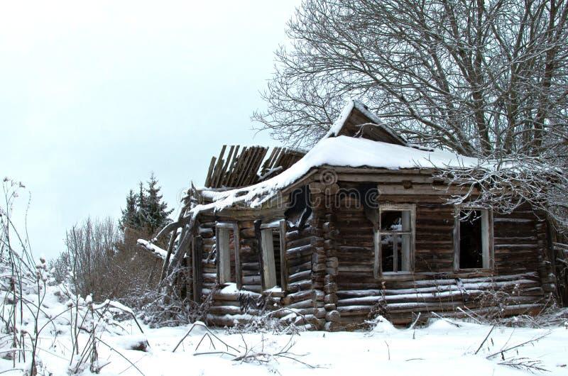 Rujnujący Drewniany dom obrazy royalty free