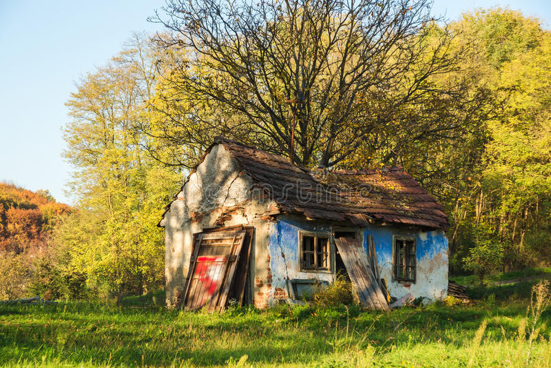 Download Rujnujący dom zdjęcie stock. Obraz złożonej z spadek - 27715646