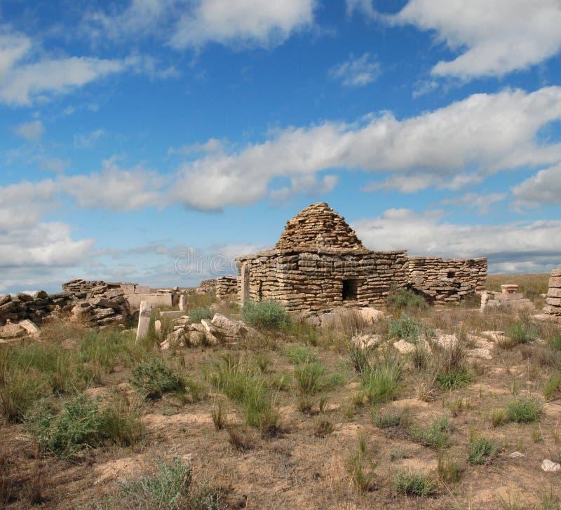 Rujnuje cmentarz w pustynnym Ustyurt zdjęcia stock