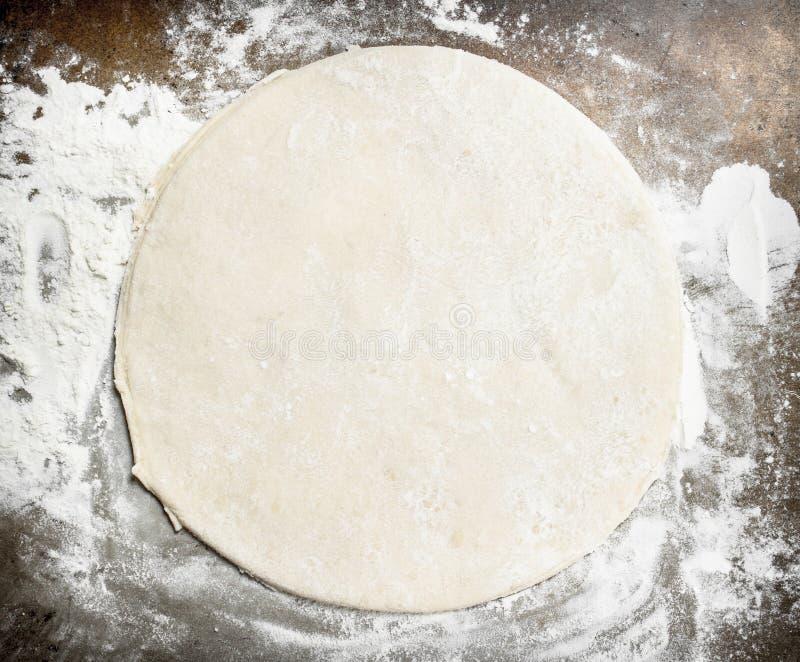 Rulla ut deg för pizza arkivbild