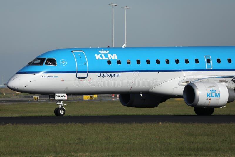 rullaggio aereo KLM all'aeroporto di Amsterdam Schiphol AMS immagini stock