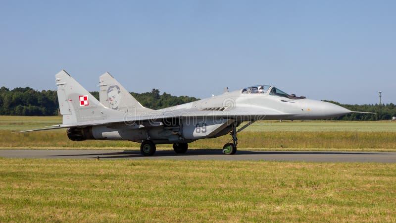 Rullaggio dell'aereo da caccia del fulcro MiG-29 fotografia stock libera da diritti
