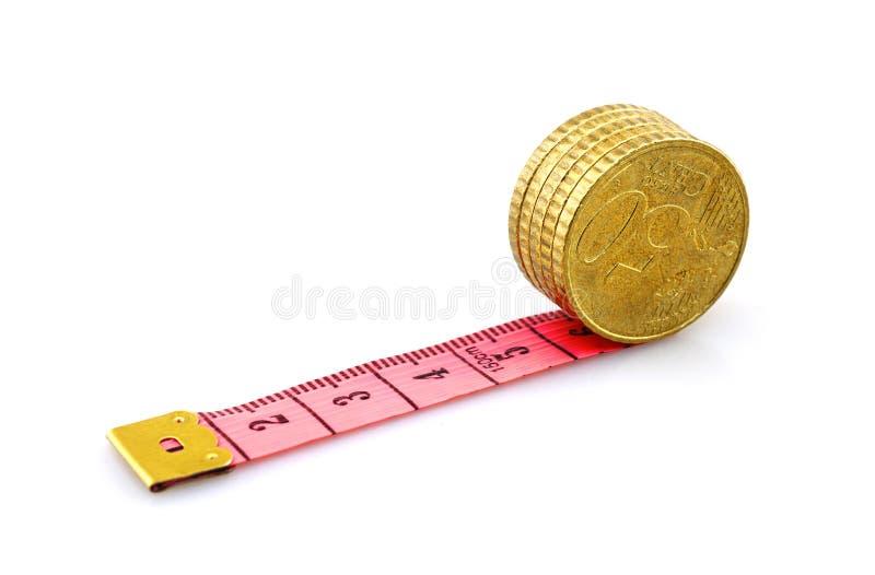 Rullande euromynt på linjal royaltyfri foto