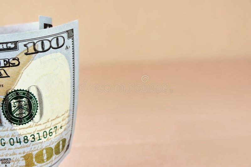 Rullande ny amerikan hundra dollarräkning royaltyfri fotografi