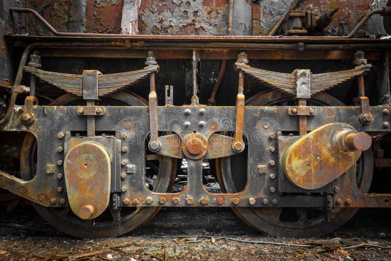 Rullar den gamla ångalokomotivet för Grunge tätt upp royaltyfri fotografi