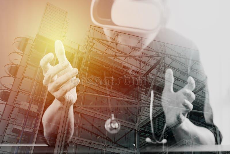 rullar med ögonen bärande virtuell verklighet för den smarta doktorn i moderna kontorswi arkivbild