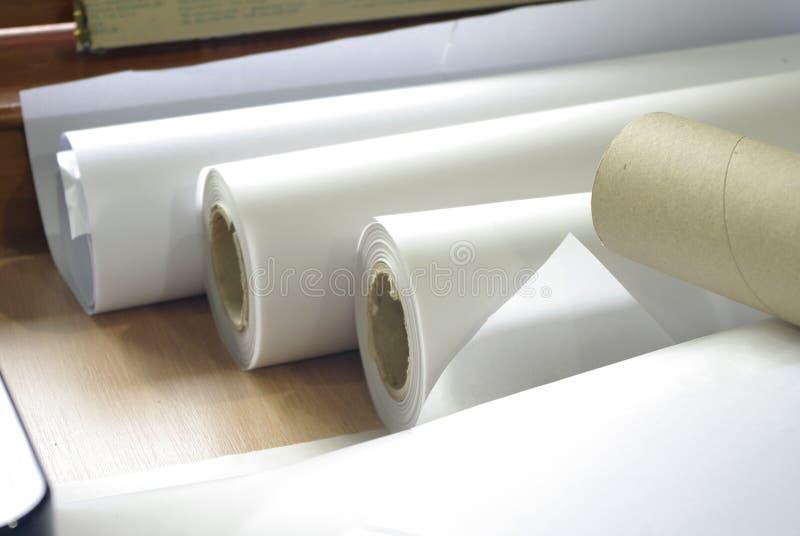 Rulle av plottarpapper för utskrift fotografering för bildbyråer