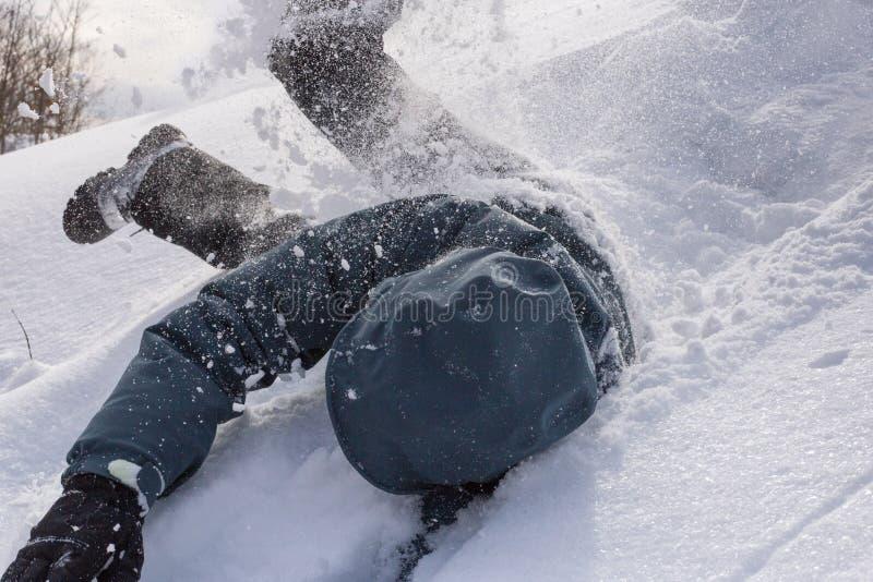 Rullning i snön fotografering för bildbyråer