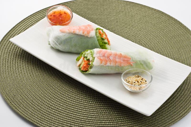 Rullo di sushi dell'insalata del gamberetto fotografie stock