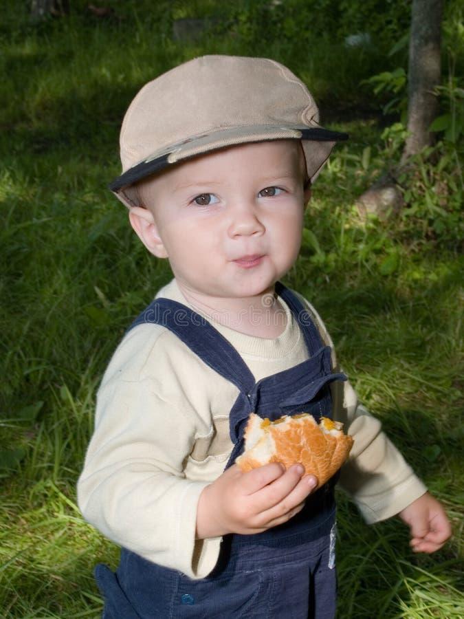Rullo eathing del ragazzo fotografie stock libere da diritti