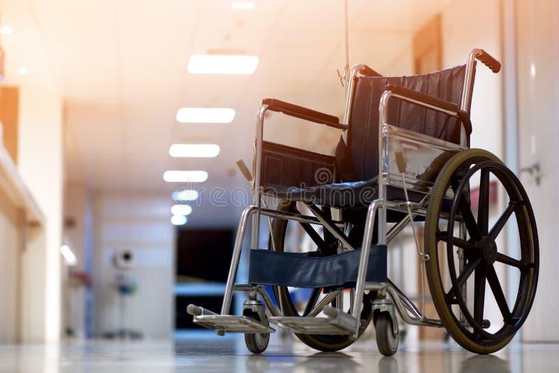 Rullstol för patienter i sjukhus royaltyfria foton