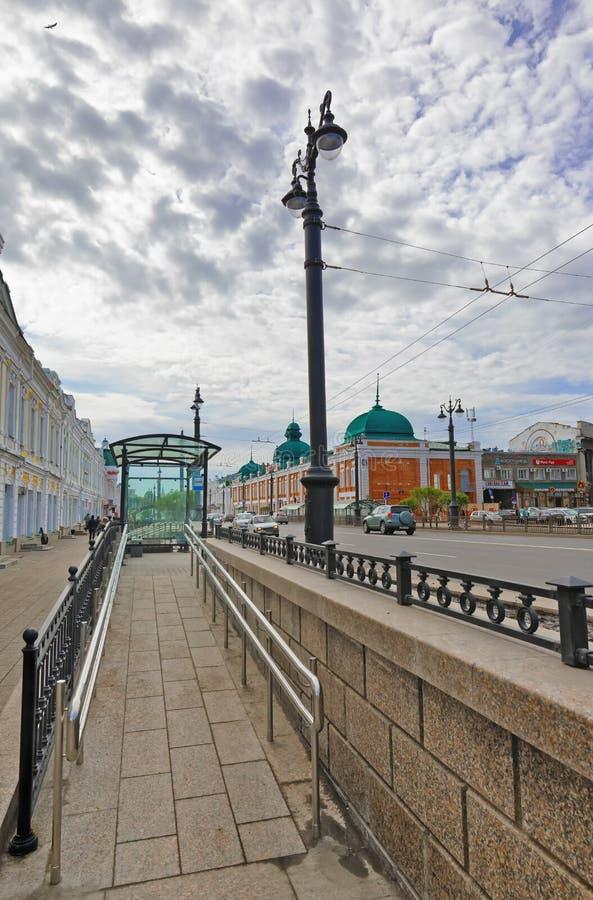Rullstolramp från det stoppande komplexet i Omsk-stad Ryssland royaltyfri fotografi