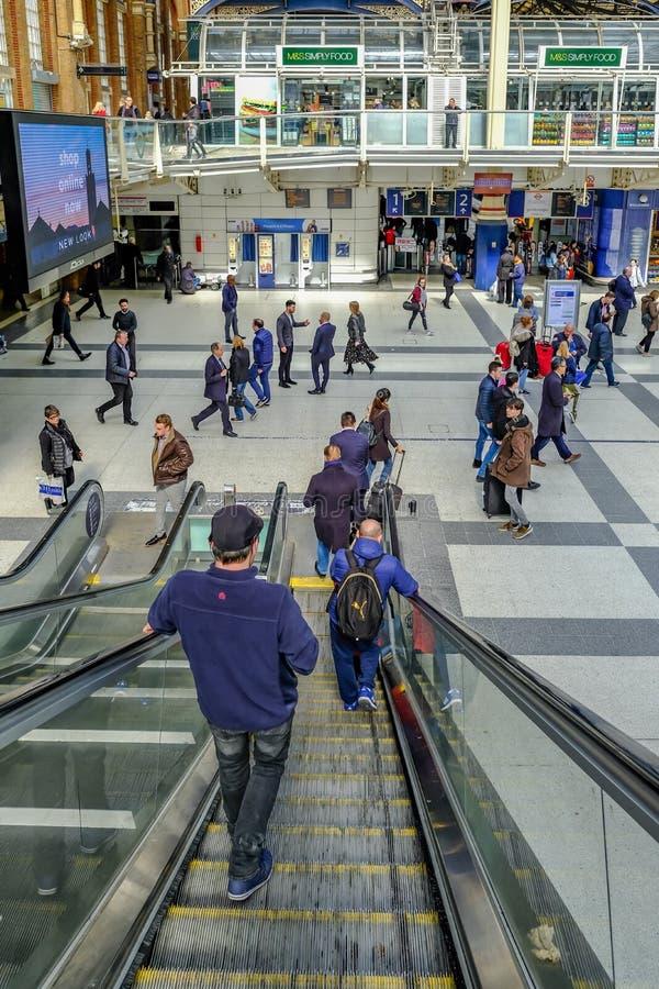 Rulltrappa i station för Liverpool gatamainline fotografering för bildbyråer