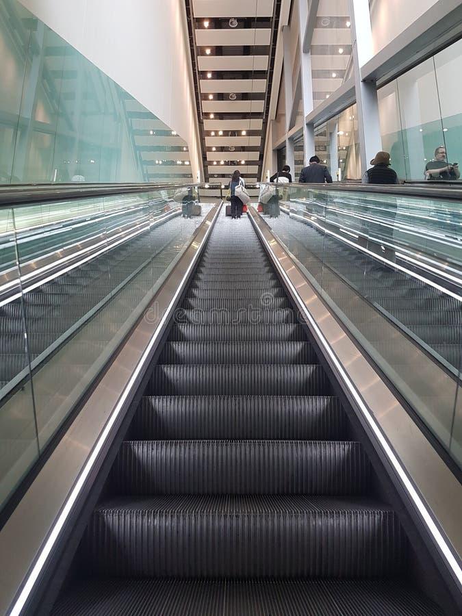 Rulltrappa på Heathrow arkivfoto